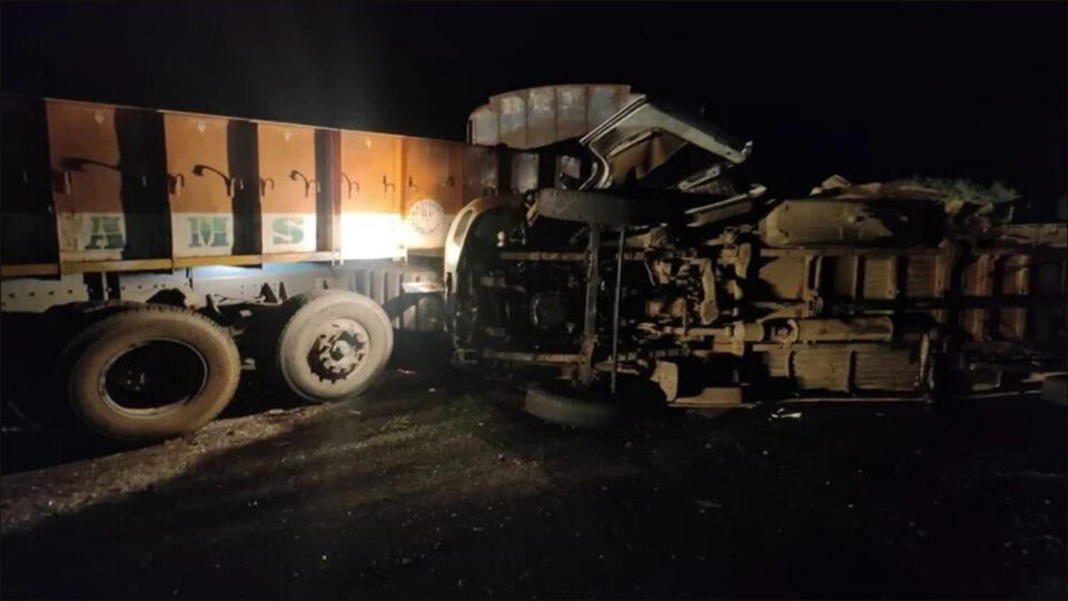 Bus collided with truck, 13 people dead, four in critical condition